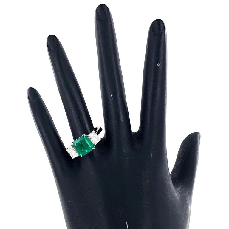 Colombian Natural Emerald Diamond Platinum Three-Stone Ring GIA Certified In Excellent Condition For Sale In Boca Raton, FL