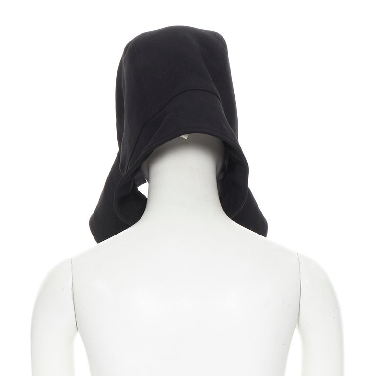 COMME DES GARCONS black zip toggle button upside down brim snood hat In Excellent Condition For Sale In Hong Kong, NT
