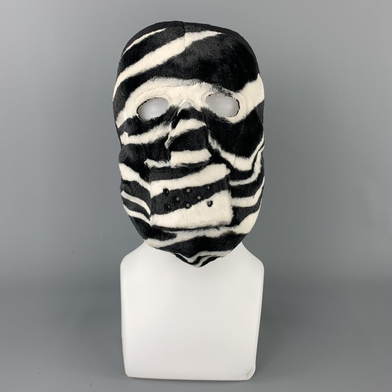 COMME des GARCONS HOMME PLUS F/W 2015 Zebra Black & White Rayon Mask In Excellent Condition For Sale In San Francisco, CA