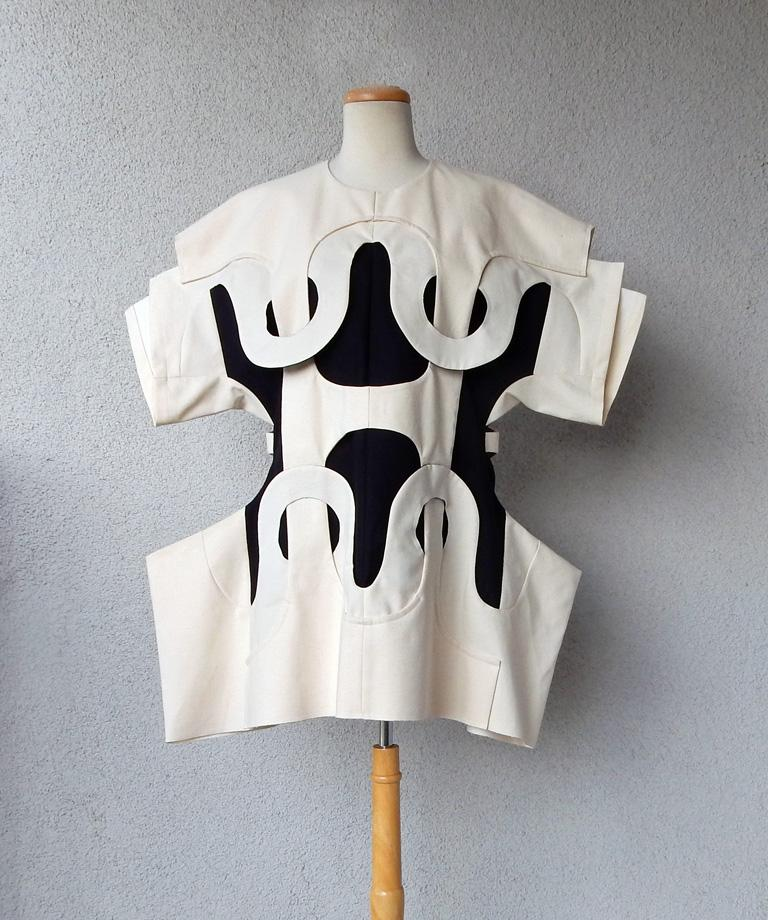 Comme des Garcons NWT 2014 Runway Oversized Aerodynamic Link Dress   In New Condition For Sale In Los Angeles, CA