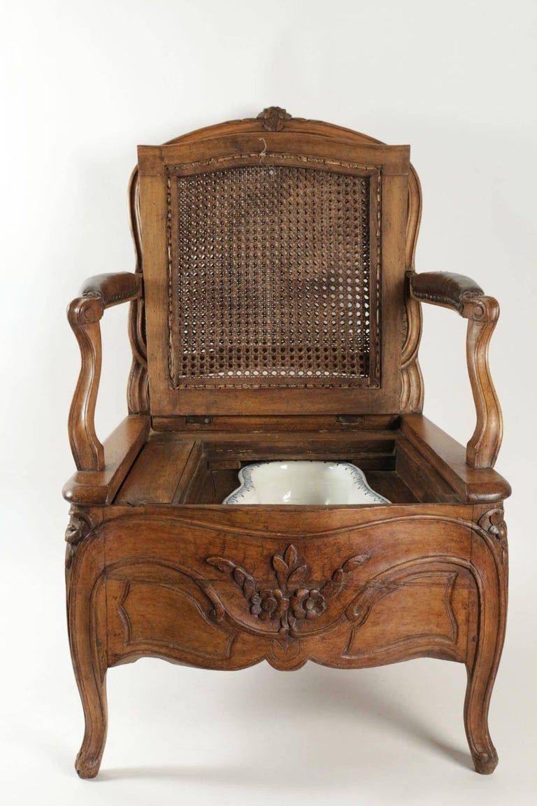 Wood Commode Chair Period Louis XV with Its Original Porcelain Basin from  Rouen For Sale - Commode Chair Period Louis XV With Its Original Porcelain Basin From
