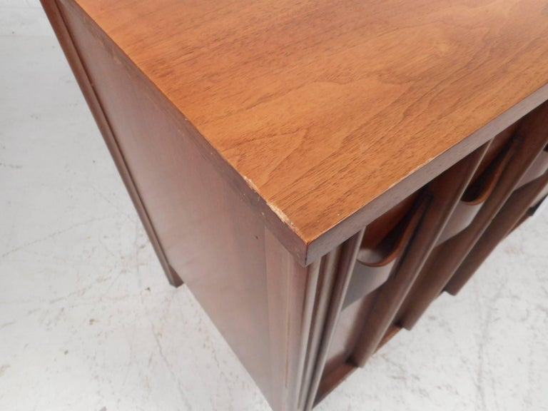 Compact Mid-Century Kent Coffey Perspecta Credenza For Sale 9