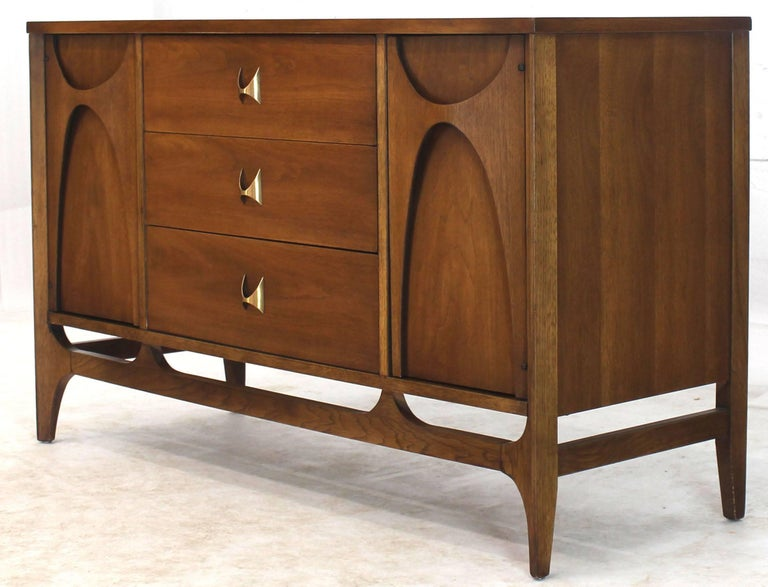Mid Century Modern Compact Dresser Sideboard Credenza Cabinet With Sculptural Elements In Excellent Original Condition