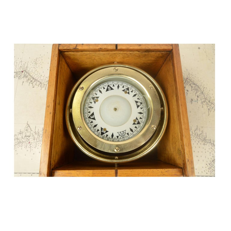 Magnetic compass on universal joint in its original wooden box with slot lid, signed Sestrel in the early 1900s. The compass consists of a cylindrical vessel of brass and bronze, called a mortar, on the bottom of which is fixed a hard metal stem,