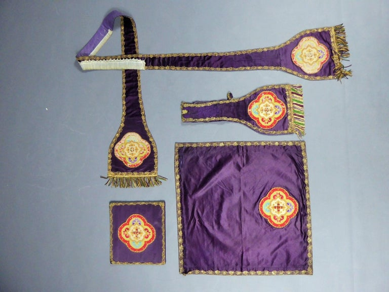 Complete Christian Embroidered chasuble set -  Circa 1880/1920 For Sale 8