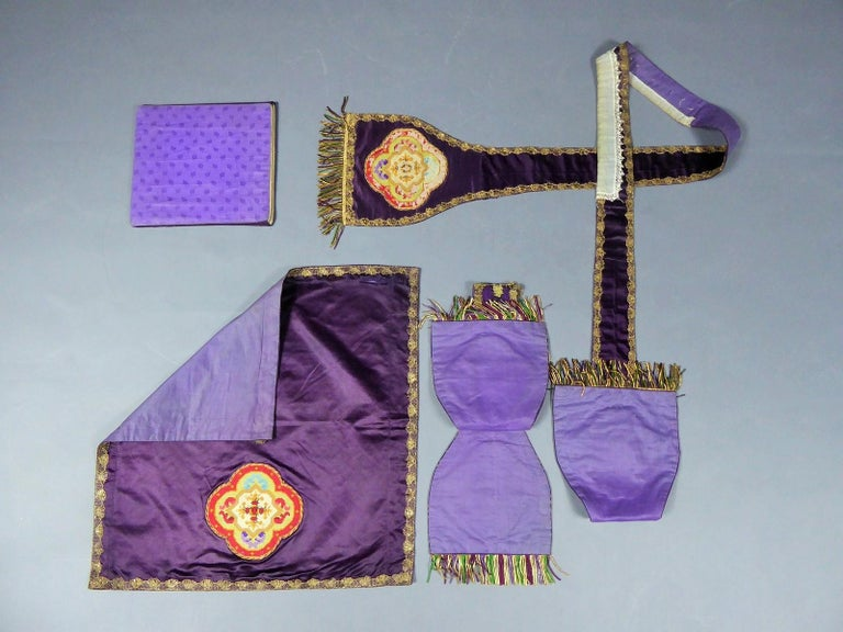 Complete Christian Embroidered chasuble set -  Circa 1880/1920 For Sale 9