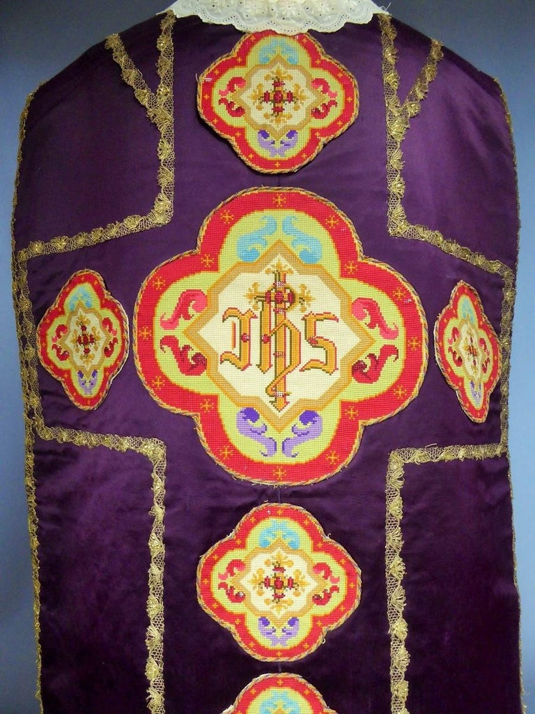 Complete Christian Embroidered chasuble set -  Circa 1880/1920 For Sale 10