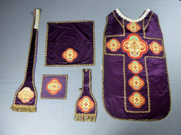 Late 19th century Early 20th Century France  Catholic ensemble of an almost complete chapel including chasuble, chalice veil, manipule, stole and purse, dating from the end of the 19th century. Beautiful cardinal purple silk satin applique with