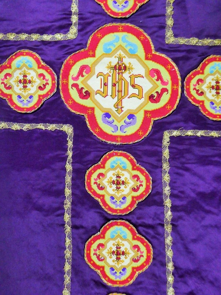 Complete Christian Embroidered chasuble set -  Circa 1880/1920 For Sale 1