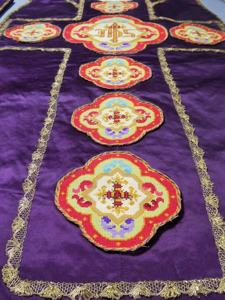 Complete Christian Embroidered chasuble set -  Circa 1880/1920 For Sale 2