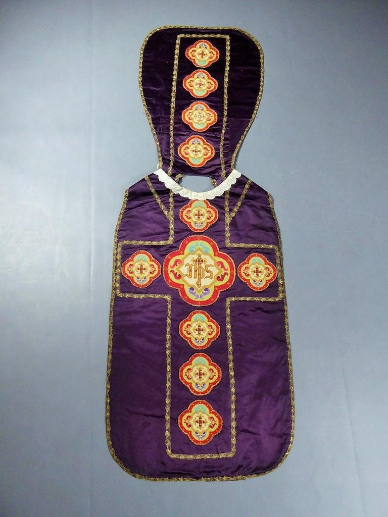 Complete Christian Embroidered chasuble set -  Circa 1880/1920 For Sale 4