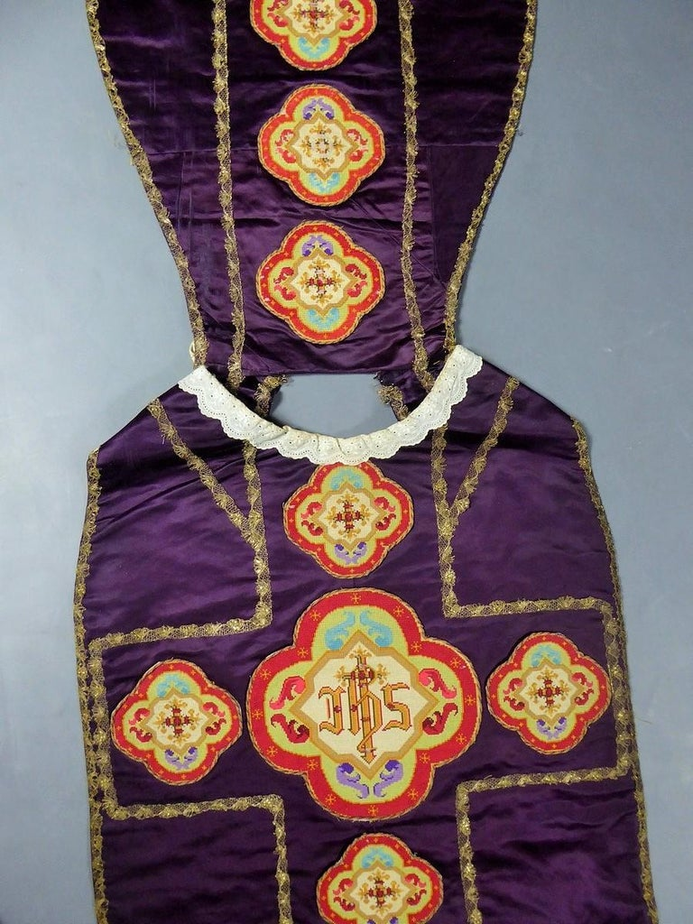 Complete Christian Embroidered chasuble set -  Circa 1880/1920 For Sale 5