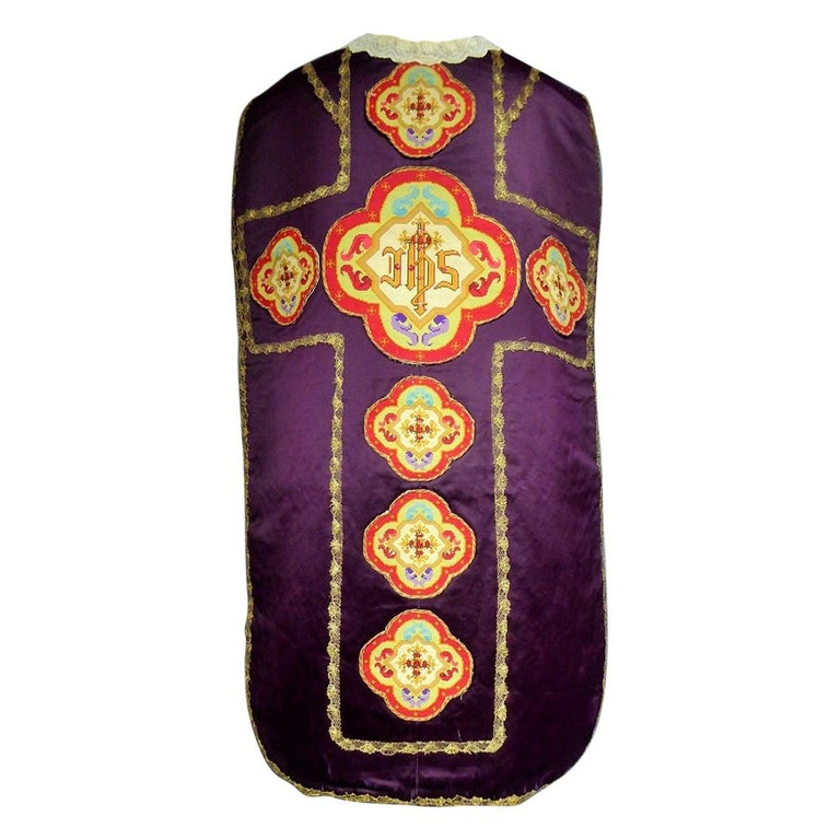 Complete Christian Embroidered chasuble set -  Circa 1880/1920 For Sale