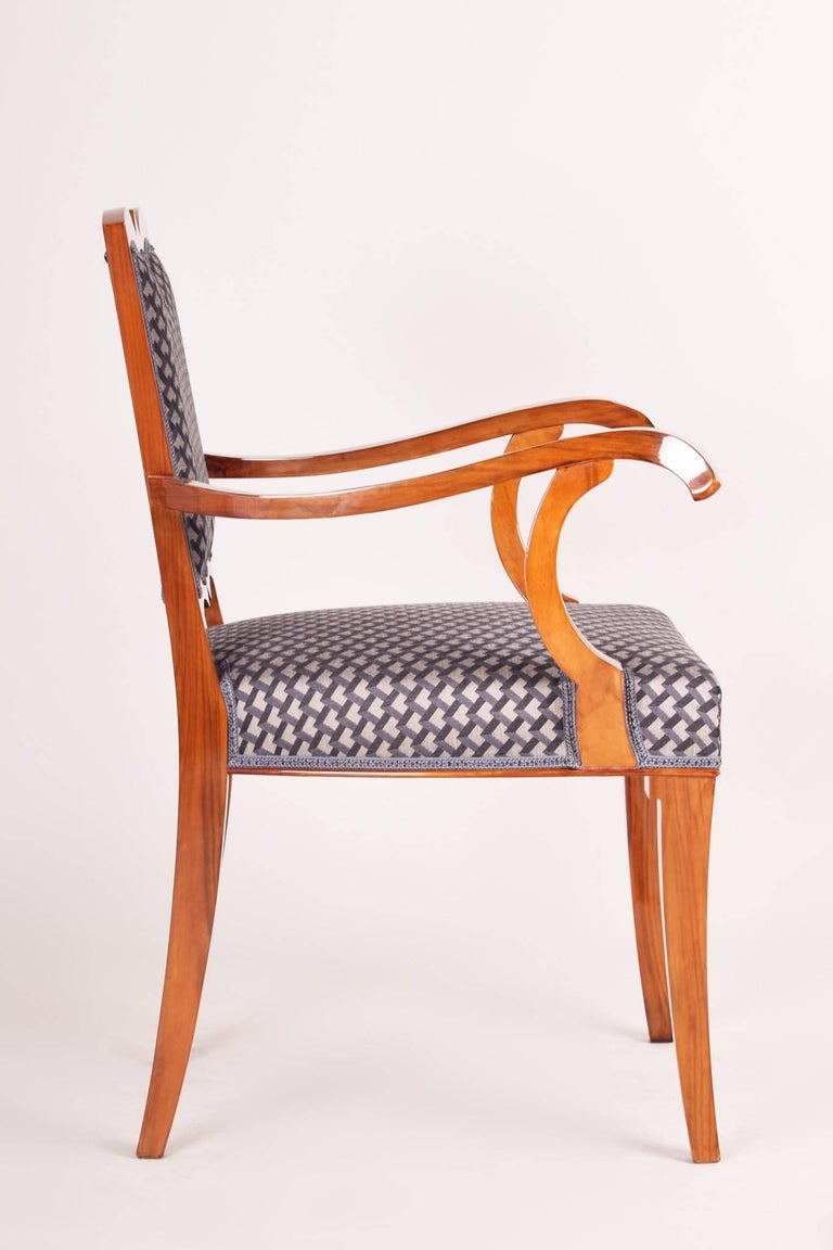 Completely Restored Walnut Art Deco Armchair, New Upholstery, Shellac Polish In Excellent Condition For Sale In Prague 1, CZ