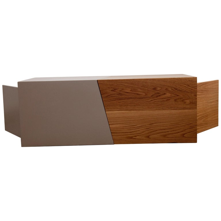 21st Century, Minimalist, European, Coffee table in Lacquer and Oakwood Handmade For Sale