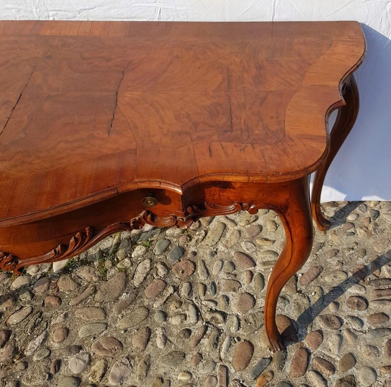Console Table in Carved Walnut Wood, Veneered in Rootwood, Venice, 18th Century For Sale 5