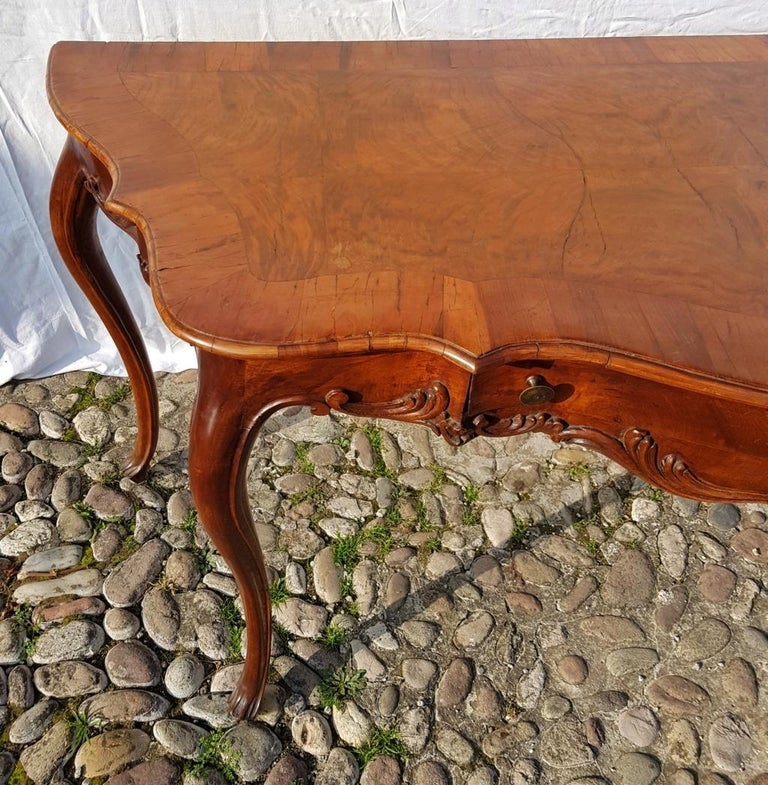 Console Table in Carved Walnut Wood, Veneered in Rootwood, Venice, 18th Century For Sale 6