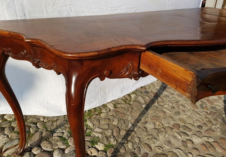 Console Table in Carved Walnut Wood, Veneered in Rootwood, Venice, 18th Century For Sale 7