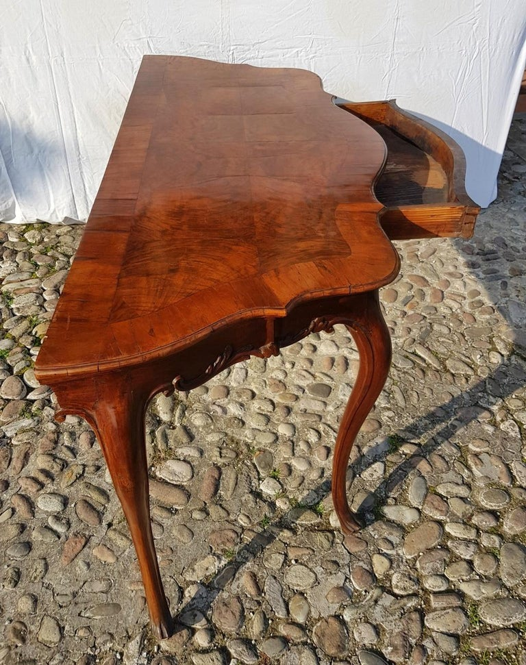 Console Table in Carved Walnut Wood, Veneered in Rootwood, Venice, 18th Century For Sale 9