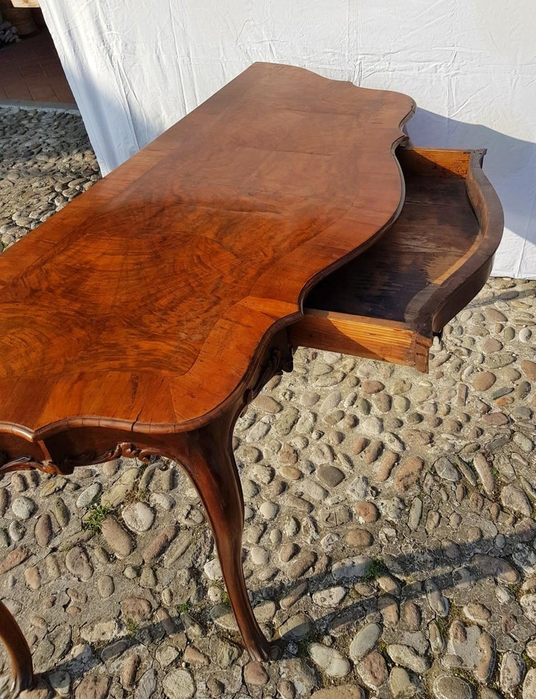 Console Table in Carved Walnut Wood, Veneered in Rootwood, Venice, 18th Century For Sale 10