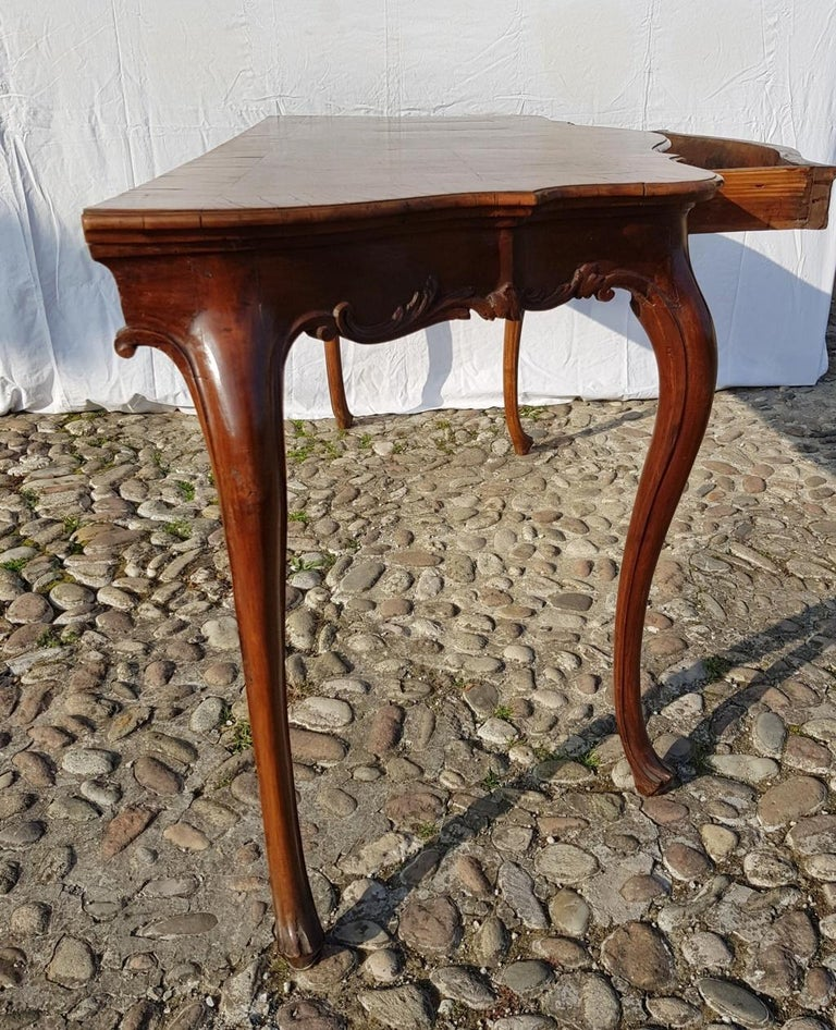Console Table in Carved Walnut Wood, Veneered in Rootwood, Venice, 18th Century For Sale 11