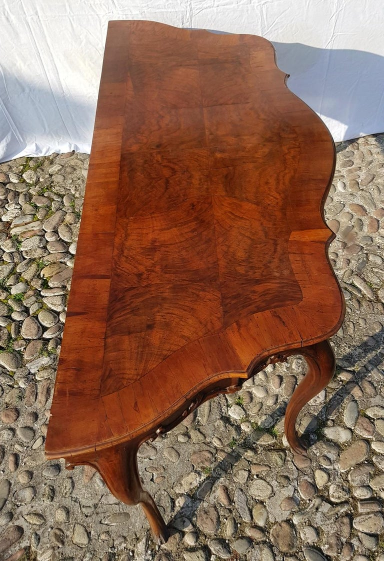 Console Table in Carved Walnut Wood, Veneered in Rootwood, Venice, 18th Century For Sale 12
