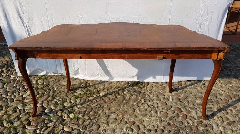 Console Table in Carved Walnut Wood, Veneered in Rootwood, Venice, 18th Century For Sale 13
