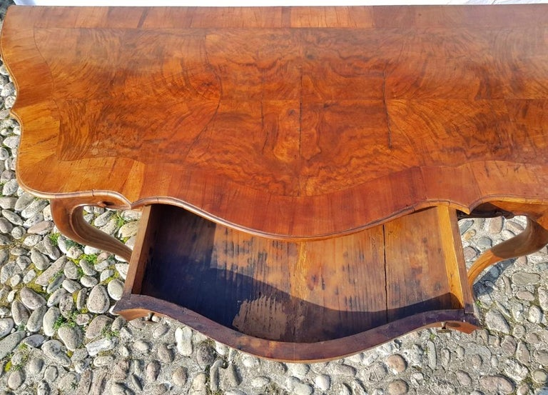 Console Table in Carved Walnut Wood, Veneered in Rootwood, Venice, 18th Century For Sale 15