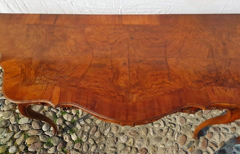 Console Table in Carved Walnut Wood, Veneered in Rootwood, Venice, 18th Century In Good Condition For Sale In Varmo, IT