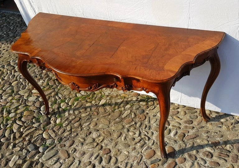 Console Table in Carved Walnut Wood, Veneered in Rootwood, Venice, 18th Century For Sale 1