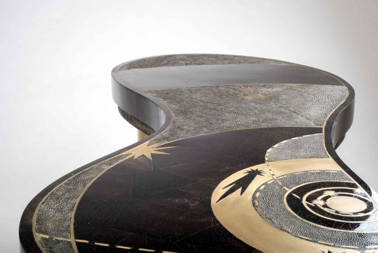 Constellation Coffee Table in Black Shagreen, Quartz and Brass by Kifu Paris For Sale 4