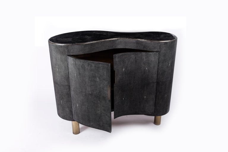 Constellation Commode in Black Quartz, Black Shagreen & Brass by Kifu Paris In New Condition For Sale In New York, NY