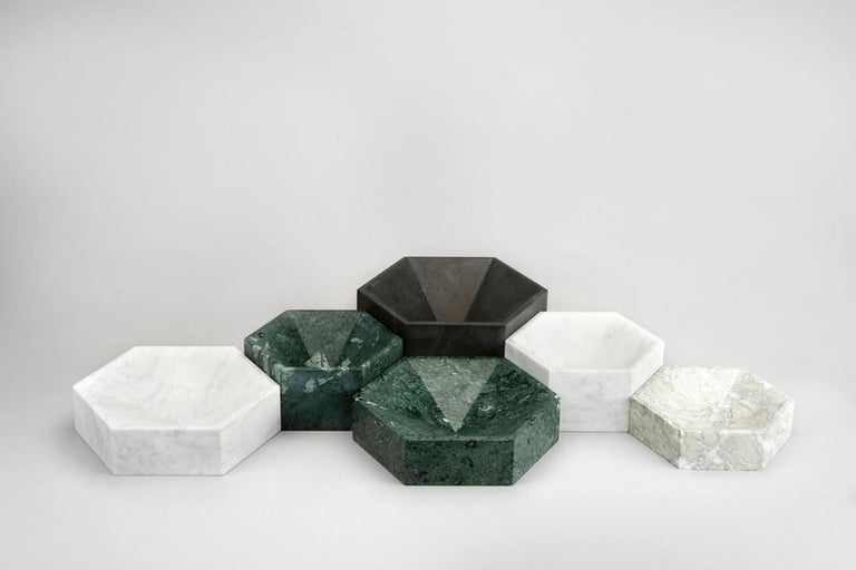 The hexagonal bowls are designed so that they can be laid together forming a honeycomb formation, either in same colour or in different colour combinations.    Please note that no two marbles are alike and there will be variations in the pattern as