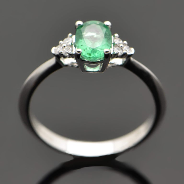 Women's Contemporary 14 Karat White Gold Emerald and Diamond Ring For Sale