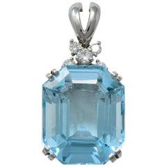 Contemporary 16.75 Carat Aquamarine Diamond 14 Karat White Gold Pendant