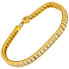 Contemporary 18 Karat Gold Diamond Line Bracelet