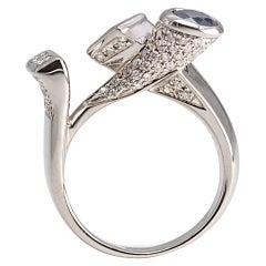 Contemporary 18 Karat White Gold 1.12 Karat Diamond Sapphire Emerald Design Ring