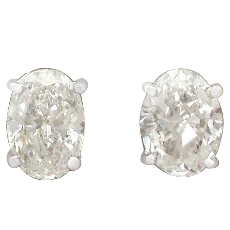 Contemporary 2.14 Carat Diamond and 18 Karat White Gold Stud Earrings