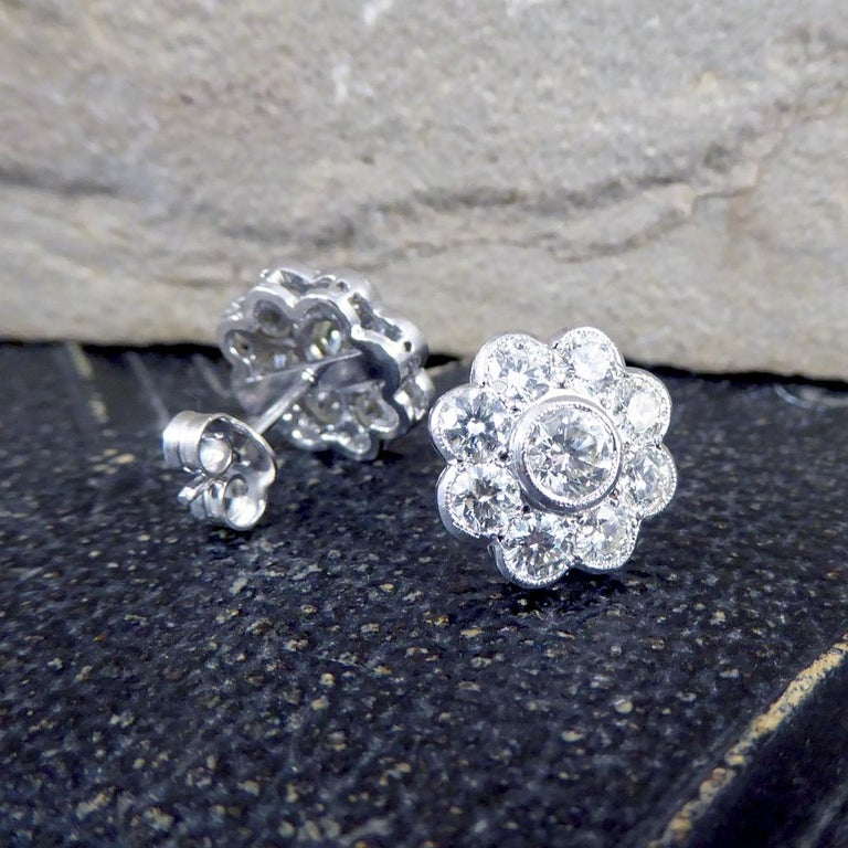 Contemporary 2.50 Carat Total Diamond Flower Cluster Earrings in 18 Carat Gold For Sale 4