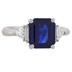 Contemporary 3.01 Carat Sapphire and Trillion Cut Diamond Ring