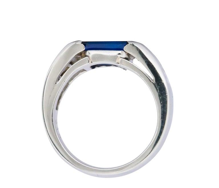 Women's or Men's Contemporary 3.32 Carat Sapphire Diamond Platinum Band Ring For Sale