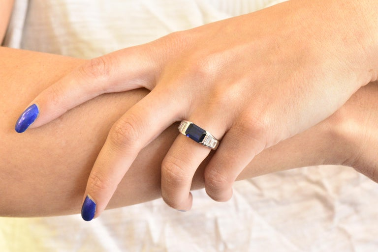 Contemporary 3.32 Carat Sapphire Diamond Platinum Band Ring For Sale 2