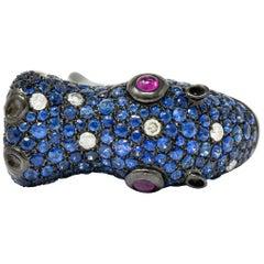 Contemporary 5.28 Carat Sapphire Diamond Ruby 18 Karat Gold Hippo Ring