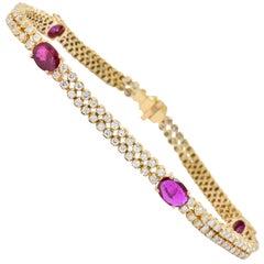 Contemporary 8.75 Carat Ruby Diamond 14 Karat Gold Bracelet