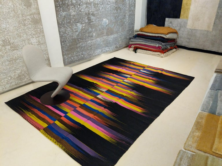Contemporary Anatolian Kilim Rug with Polychrome Flame Pattern on a Black Ground In New Condition For Sale In Milan, IT