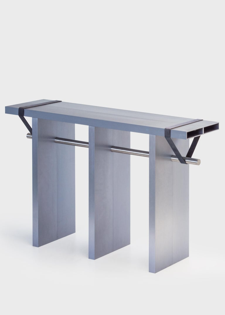 Arke is a radical composition made out of eight brushed and anodised aluminum profiles. The profiles are bolted two by two and stand together with a stainless steel rod and two black polyurethane bands. All Aluminum parts are brushed and anodised