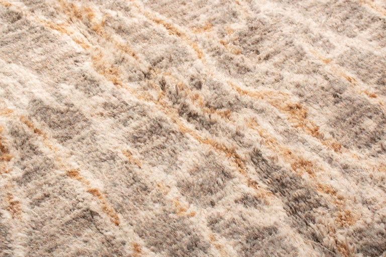 Contemporary Beige Wool Rug In New Condition For Sale In Long Island City, NY