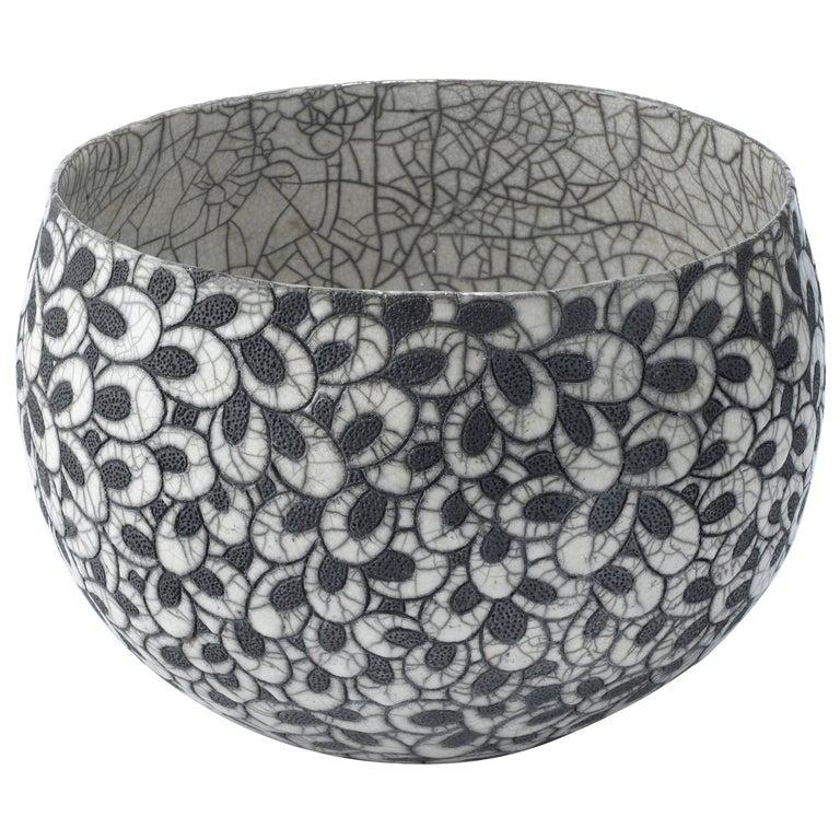 Black and White Ceramic Bowl, Coupe Printemps II For Sale