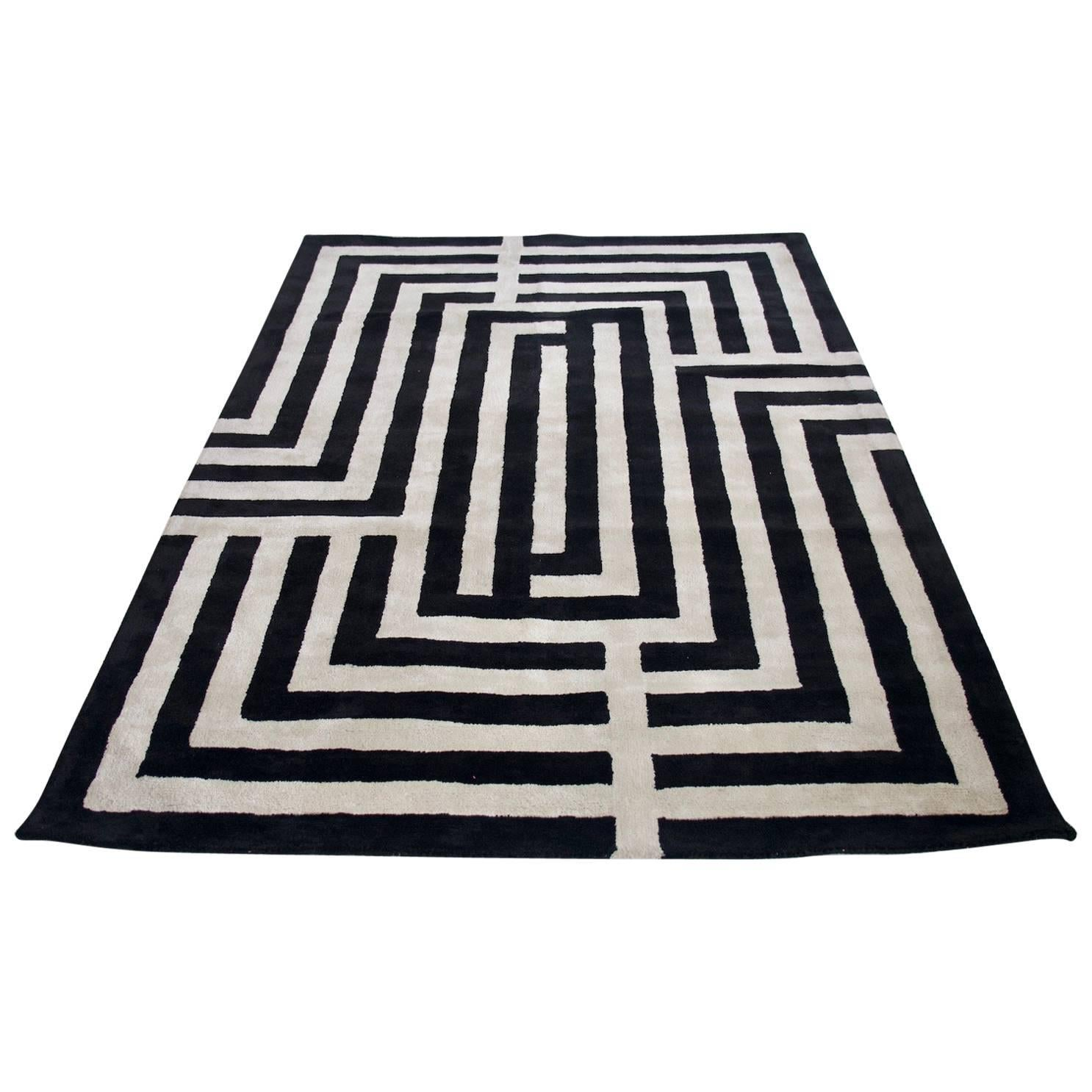 Beau Contemporary Black And White Rug With Geometric Pattern For Sale