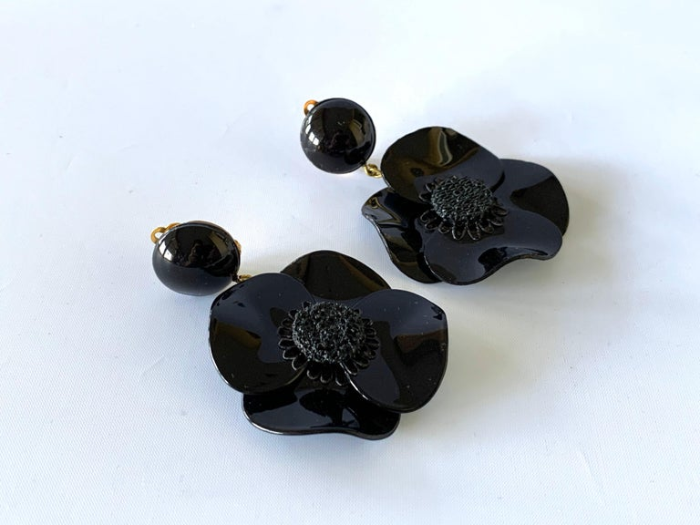 Contemporary Black Poppy Drop Statement Earrings In New Condition For Sale In Palm Springs, CA